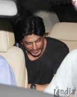 Shahrukh-Khan-spotted-at-Olive-Bar-10.jpg