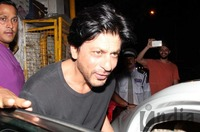 Shahrukh-Khan-spotted-at-Olive-Bar-8.jpg