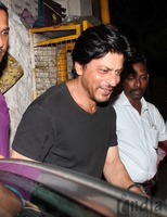 Shahrukh-Khan-spotted-at-Olive-Bar-7.jpg