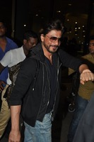srk-return-from-abu-dhabi-005.jpg