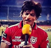 SRK-wearing-Kings-XI-Punjab_s-T-Shirt.jpg