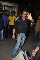 srk-return-from-abu-dhabi-004.jpg