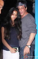 shahrukh-khan-spotted-at-olive-bar-2.jpg