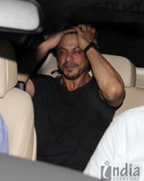 Shahrukh-Khan-spotted-at-Olive-Bar-12.jpg