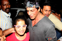 shahrukh-khan-spotted-at-olive-bar-6.jpg