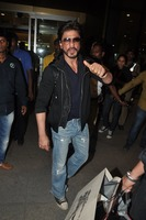 srk-return-from-abu-dhabi-002.jpg