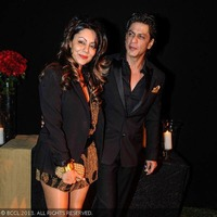 Shahrukh-Khan-with-his-wife-Gauri-during-De....jpg
