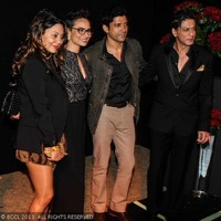 SRK-Gauri-and-farhan-akhtar-with-his-wife-A....jpg