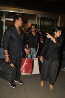 srk-return-from-abu-dhabi.jpg