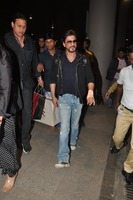 srk-return-from-abu-dhabi-006.jpg