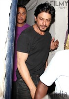 Shahrukh-Khan-spotted-at-Olive-Bar-3.jpg