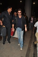 srk-return-from-abu-dhabi-007.jpg