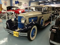 Reo Royale Sedan, 1931-32, 8-35, Navy and w....jpg