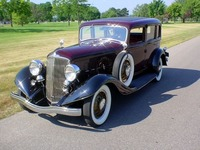 1933 Reo Royale, sedan, burgundy and black, 1.jpg