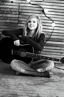 Goodbye-Lullaby-photoshoot-avril-lavigne-17....jpg