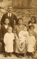 Diamantis, Ioannis & family, 1923.jpg