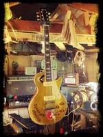 Mike Ness Sig Les Paul Goldtop.jpg
