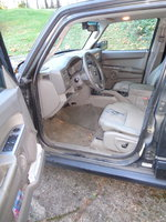 Jeep 2006 Commander interior drivers side.JPG