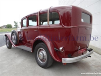 1934 Reo Royale, sedan modificado, maroon, 3.png