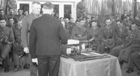radio presentation to soldier tiaki ref 374974.jpg